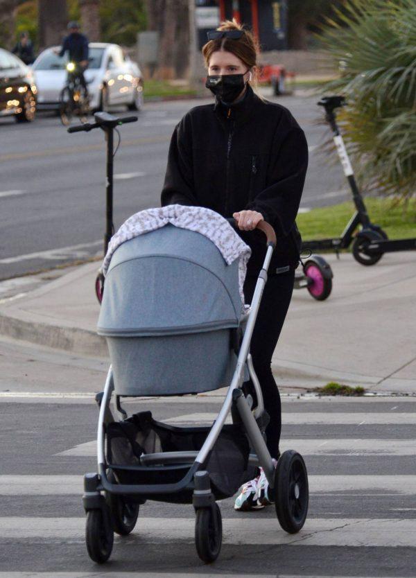 Katherine Schwarzenegger Takes her daughter Lyla Maria Pratt for a walk in Santa Monica 02