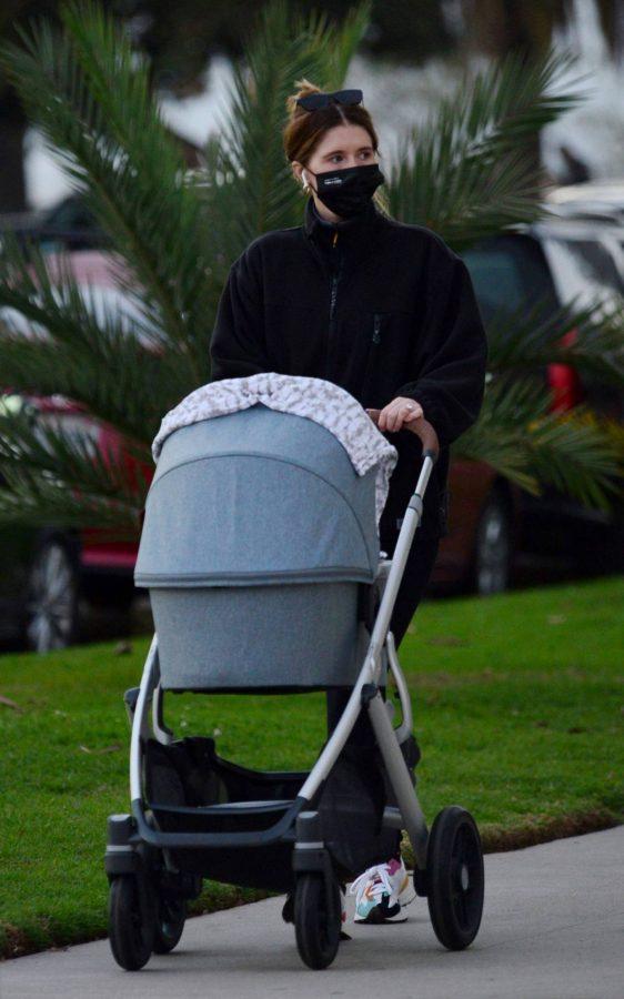 Katherine Schwarzenegger Takes her daughter Lyla Maria Pratt for a walk in Santa Monica 03
