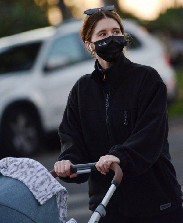 Katherine Schwarzenegger Takes her daughter Lyla Maria Pratt for a walk in Santa Monica 05
