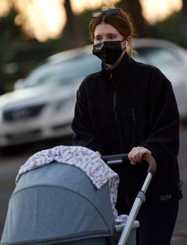 Katherine Schwarzenegger Takes her daughter Lyla Maria Pratt for a walk in Santa Monica 06