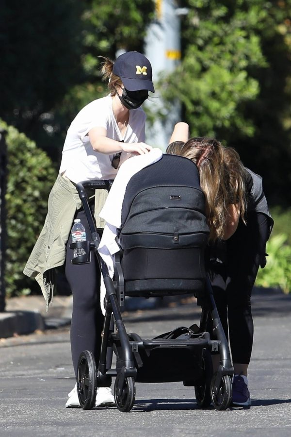 Katherine Schwarzenegger with mom Maria Shriver and newborn baby Lyla out in Brentwood 04
