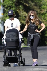 Katherine Schwarzenegger with mom Maria Shriver and newborn baby Lyla out in Brentwood 07