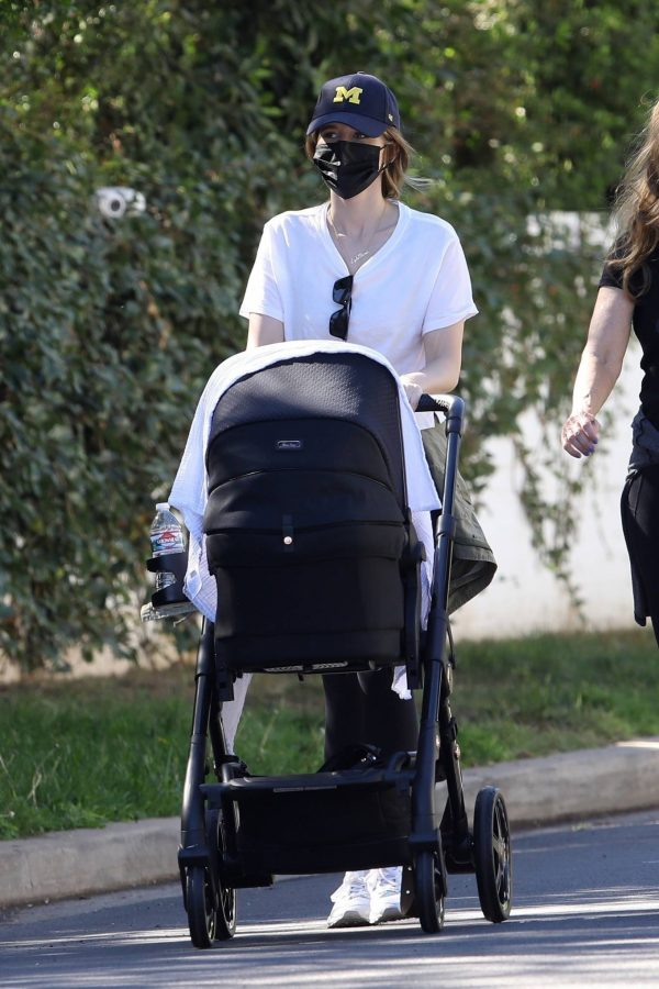 Katherine Schwarzenegger with mom Maria Shriver and newborn baby Lyla out in Brentwood 08