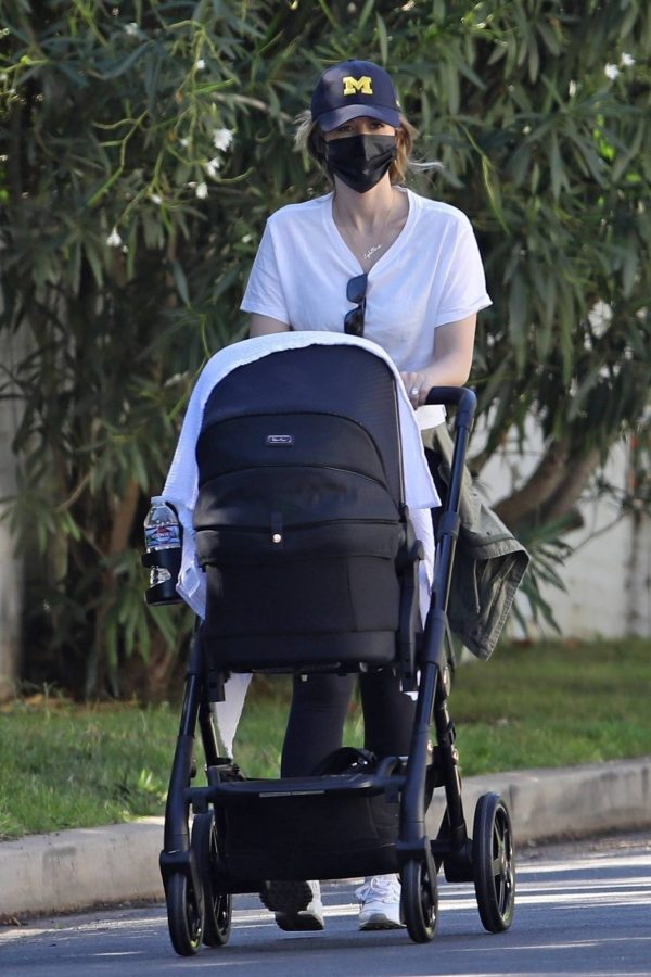 Katherine Schwarzenegger with mom Maria Shriver and newborn baby Lyla out in Brentwood 09