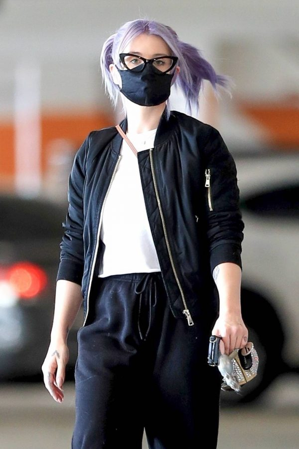 Kelly Osbourne Xmas shopping at the Beverly Connection in Beverly Hills 06