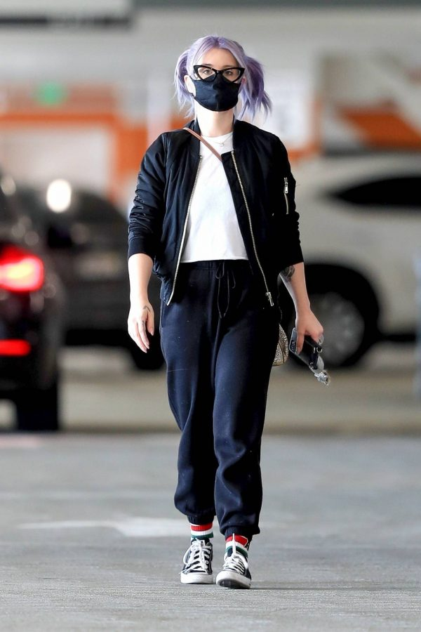 Kelly Osbourne Xmas shopping at the Beverly Connection in Beverly Hills 10