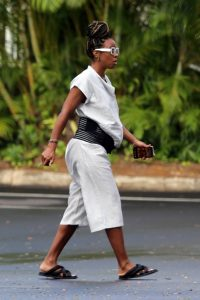 Kelly Rowland out for a walk in Hawaii 03 1