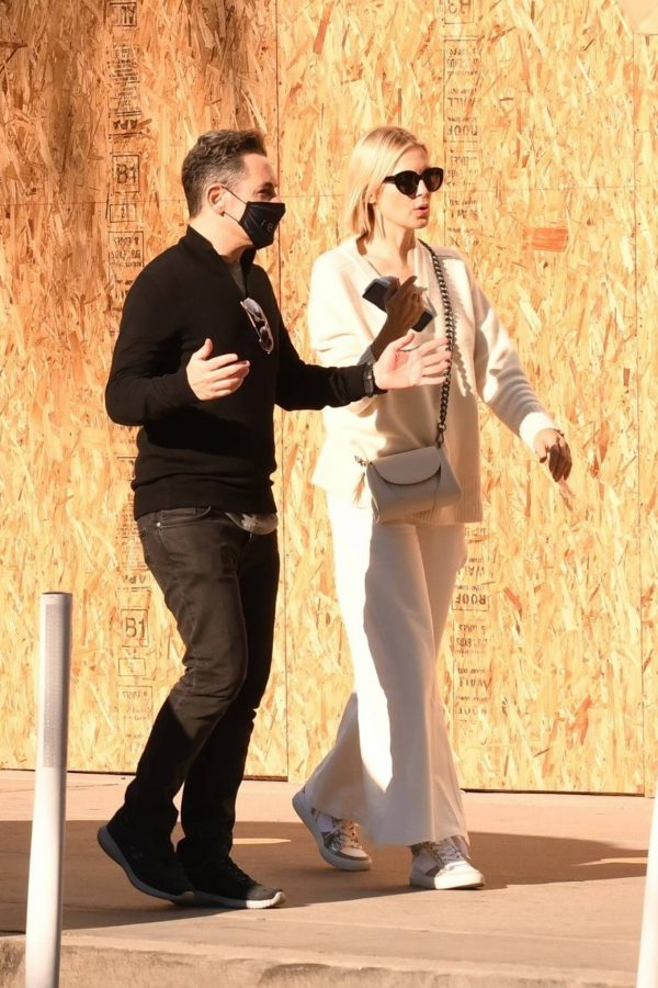 Kelly Rutherford lunch at Porta Via restaurant in Beverly Hills 01
