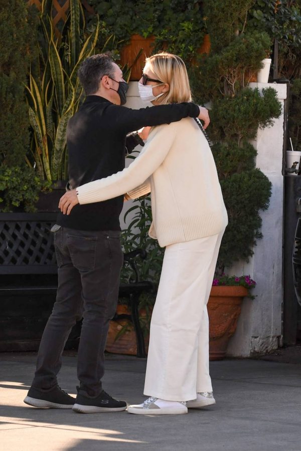 Kelly Rutherford lunch at Porta Via restaurant in Beverly Hills 02