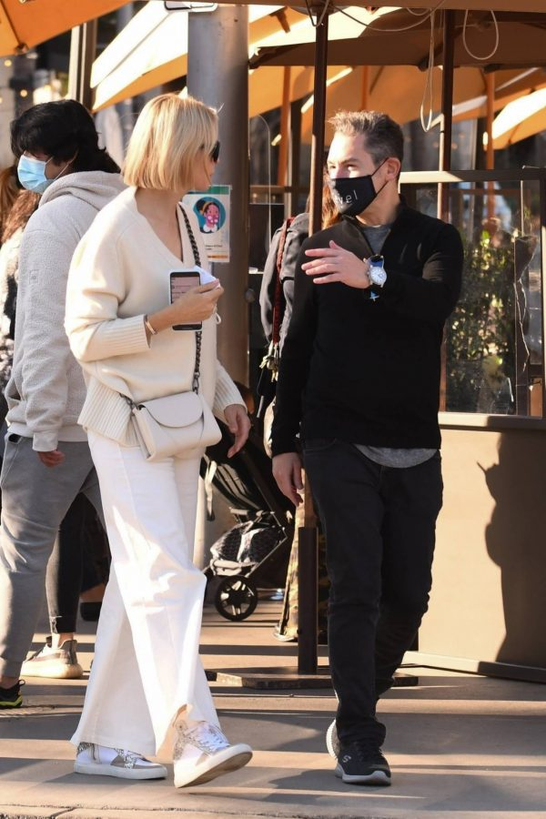 Kelly Rutherford lunch at Porta Via restaurant in Beverly Hills 03