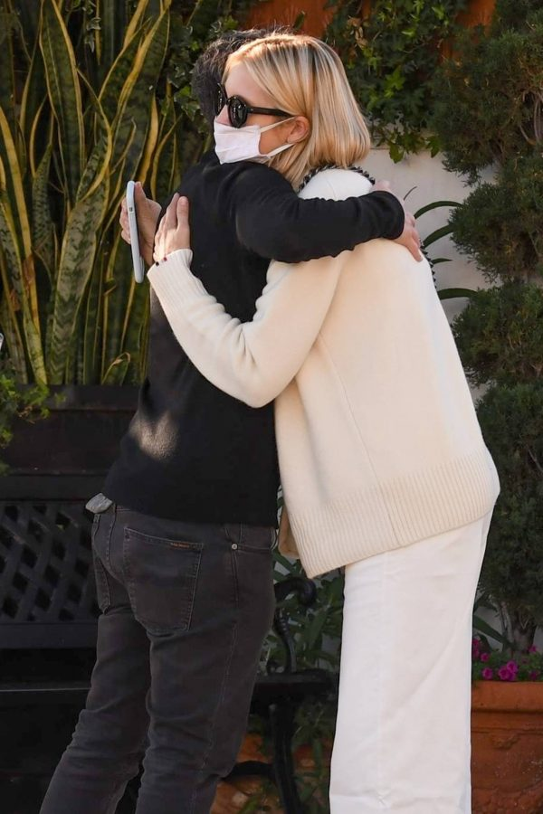 Kelly Rutherford lunch at Porta Via restaurant in Beverly Hills 06