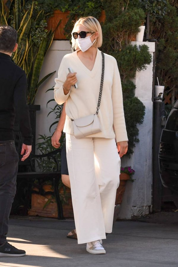 Kelly Rutherford lunch at Porta Via restaurant in Beverly Hills 10