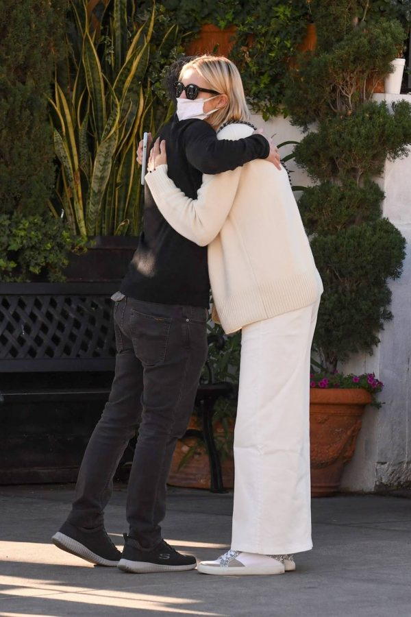 Kelly Rutherford lunch at Porta Via restaurant in Beverly Hills 12