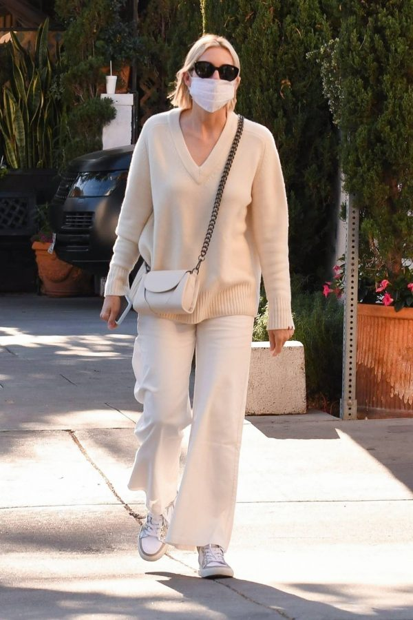 Kelly Rutherford lunch at Porta Via restaurant in Beverly Hills 14