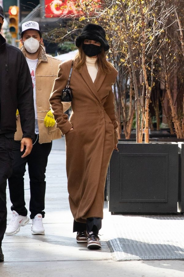 Kendall Jenner and Bella Hadid Out for lunch in New York 05