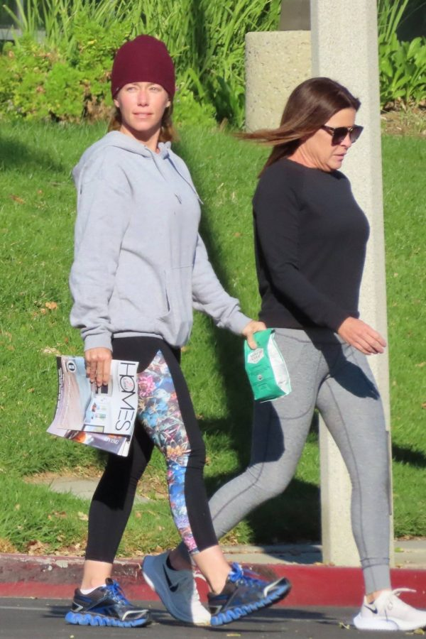 Kendra Wilkinson Seen with a friend after a nice lunch in Calabasas 02