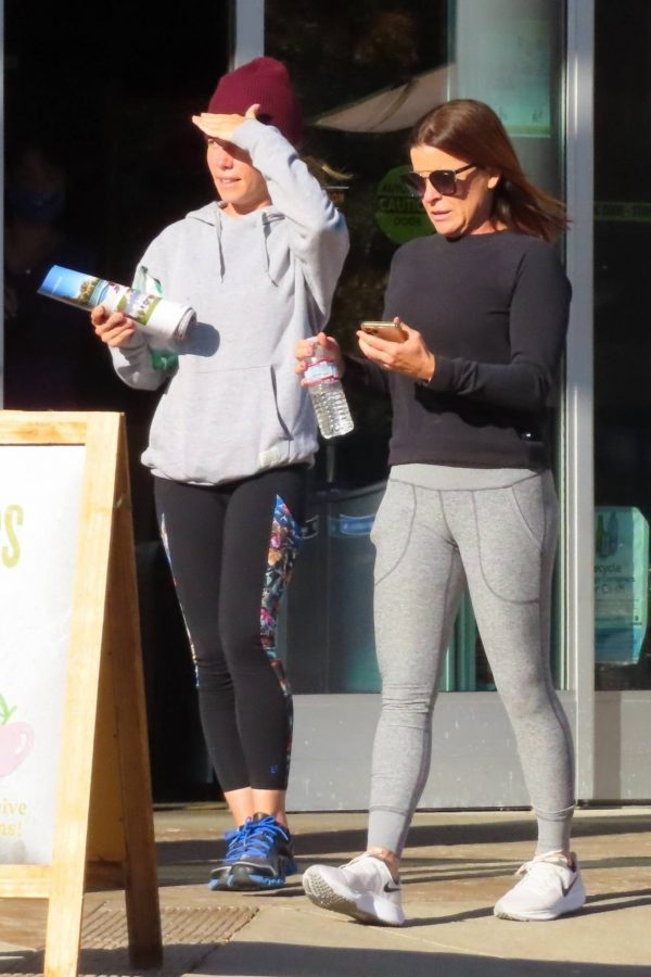 Kendra Wilkinson Seen with a friend after a nice lunch in Calabasas 09