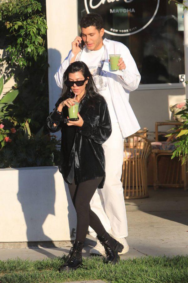 Kourtney Kardashian running errands in Los Angeles 01