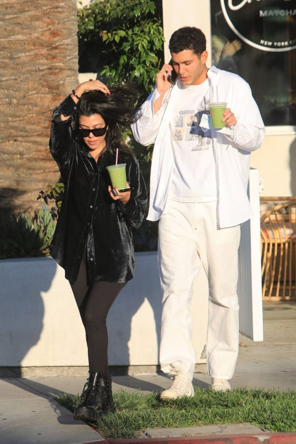 Kourtney Kardashian running errands in Los Angeles 06