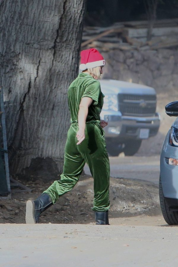 Kristen Bell Seen outside her new home in Los Feliz 02