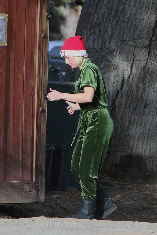 Kristen Bell Seen outside her new home in Los Feliz 06