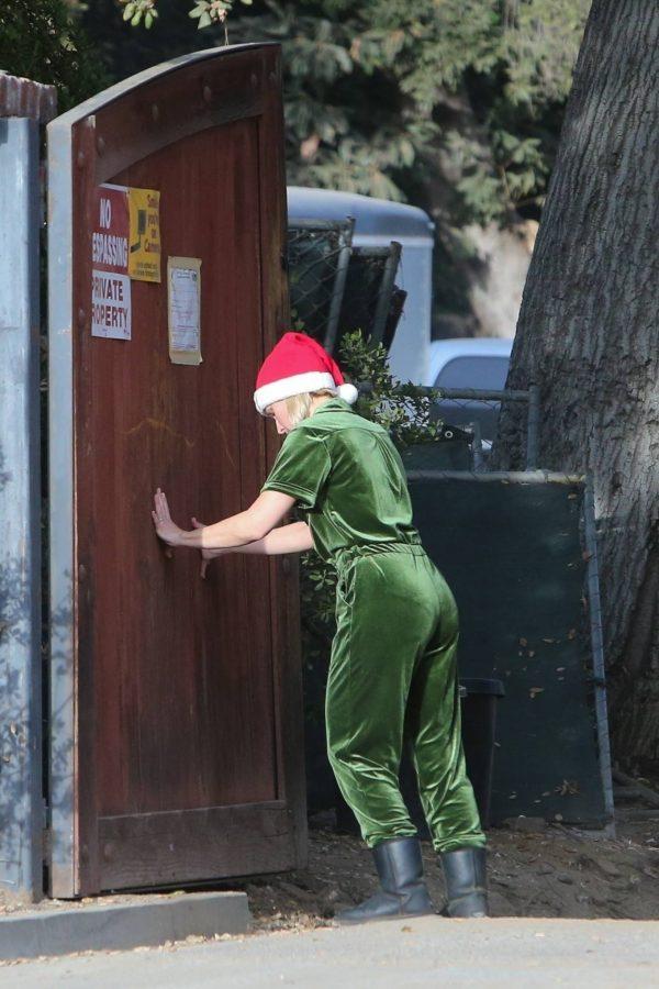 Kristen Bell Seen outside her new home in Los Feliz 10