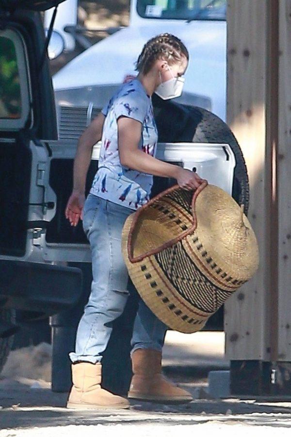 Kristen Bell Seen outside her new home in Los Feliz 16