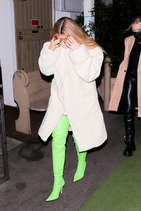 Kylie Jenner Out with friends in Santa Monica 02