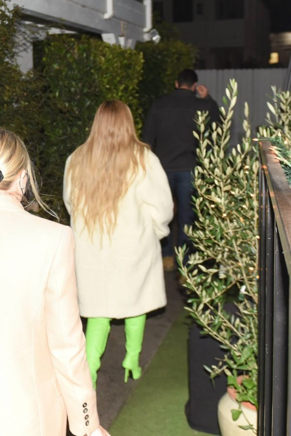 Kylie Jenner Out with friends in Santa Monica 04