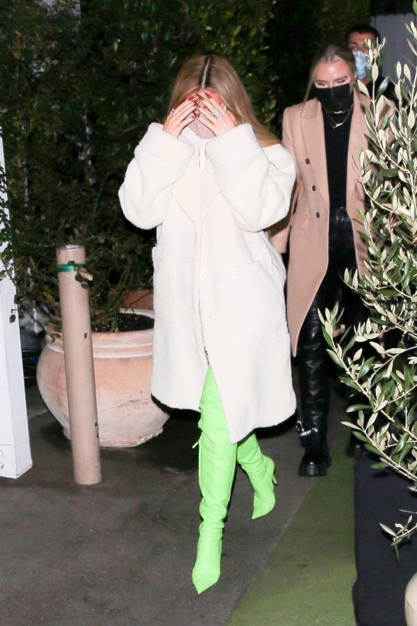 Kylie Jenner Out with friends in Santa Monica 05