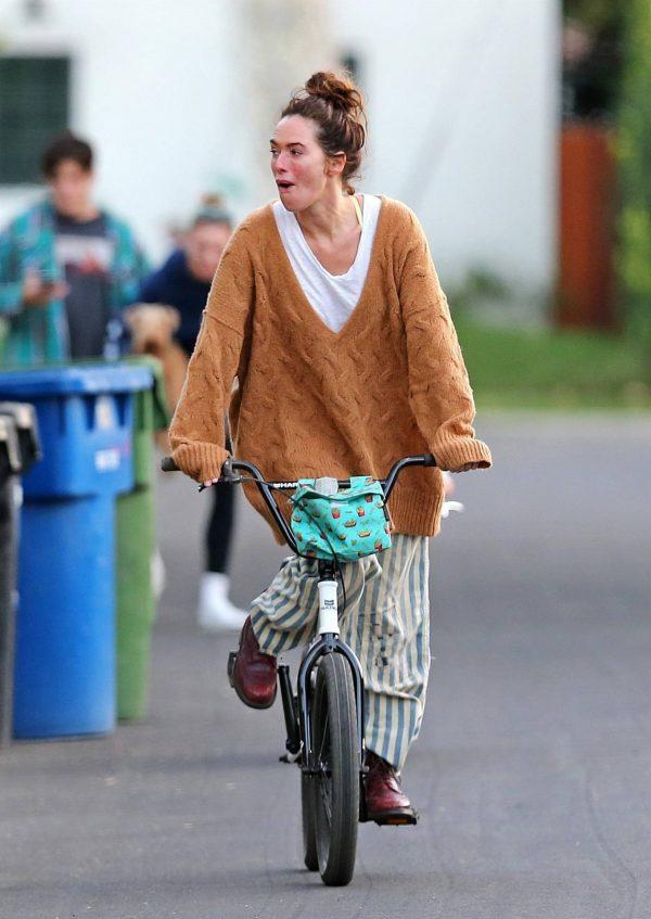 Lena Headey Riding a bicycle in Los Angeles 01