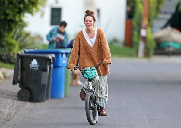 Lena Headey Riding a bicycle in Los Angeles 03
