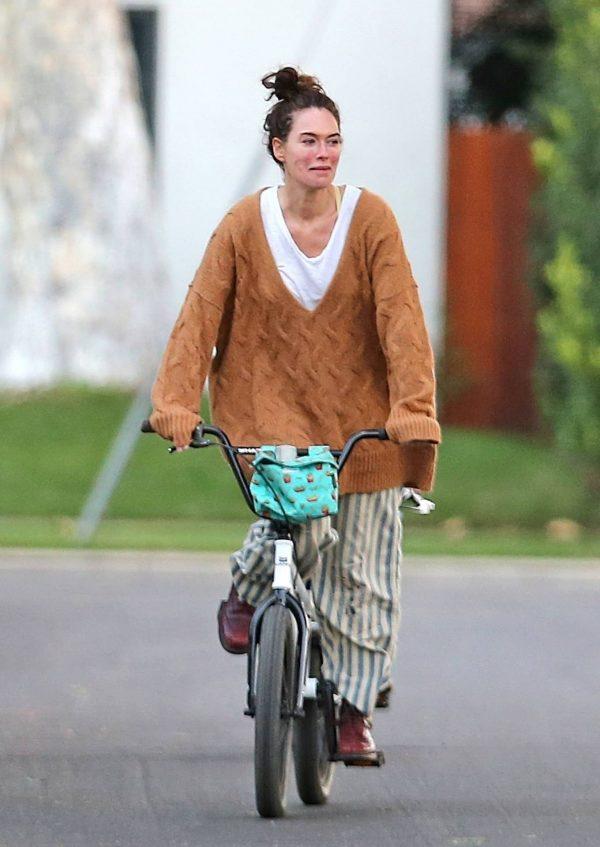 Lena Headey Riding a bicycle in Los Angeles 04