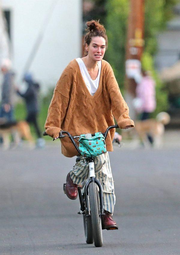 Lena Headey Riding a bicycle in Los Angeles 07