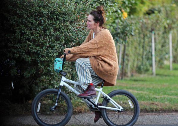 Lena Headey Riding a bicycle in Los Angeles 10