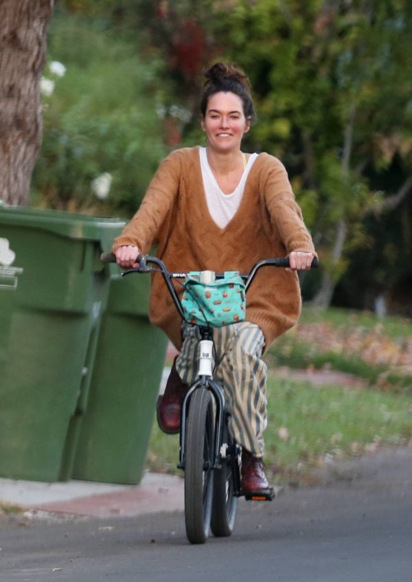 Lena Headey Riding a bicycle in Los Angeles 11