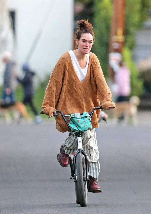 Lena Headey Riding a bicycle in Los Angeles 15