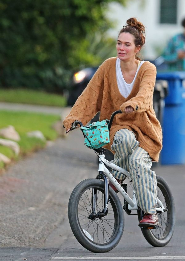 Lena Headey Riding a bicycle in Los Angeles 17