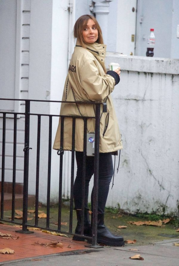 Louise Redknapp Out for Coffee fix in Primrose Hill 01