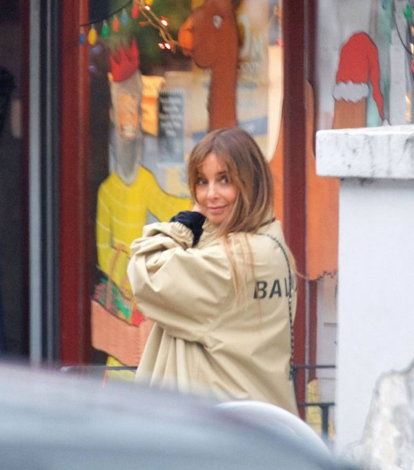 Louise Redknapp Out for Coffee fix in Primrose Hill 08