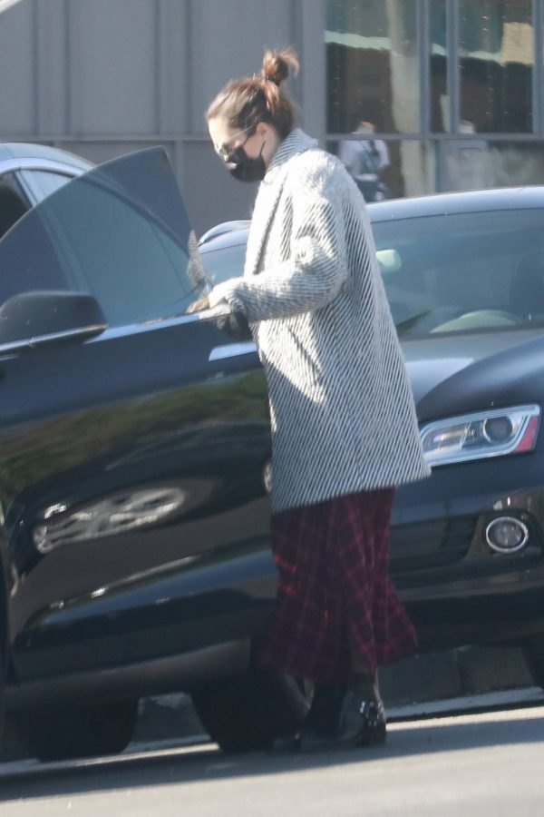 Mandy Moore Leaving an acupuncture clinic in Los Angeles 04