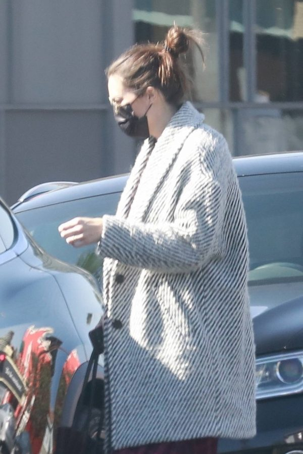Mandy Moore Leaving an acupuncture clinic in Los Angeles 05
