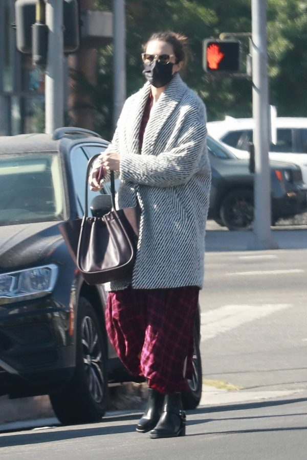 Mandy Moore Leaving an acupuncture clinic in Los Angeles 06