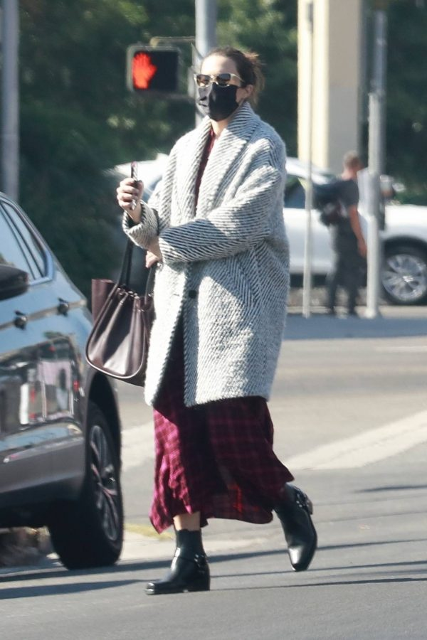 Mandy Moore Leaving an acupuncture clinic in Los Angeles 07