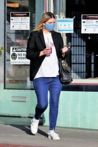 Mischa Barton Buy some flowers in LA 08