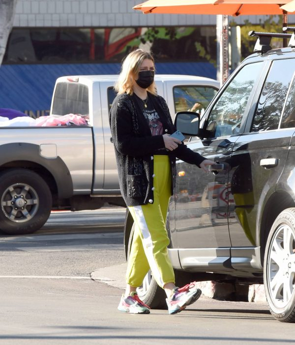 Mischa Barton Running errands in Los Angeles 01