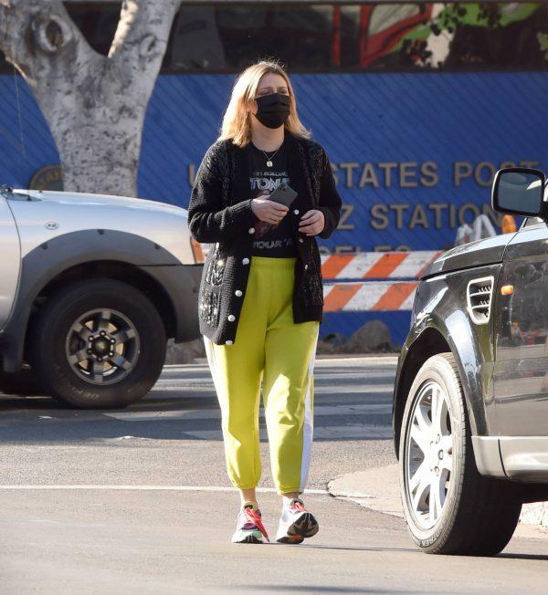 Mischa Barton Running errands in Los Angeles 02