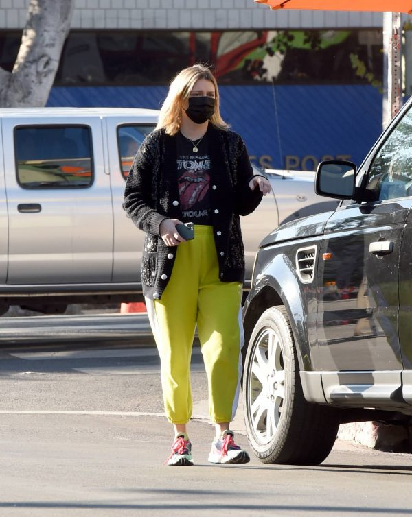 Mischa Barton Running errands in Los Angeles 03