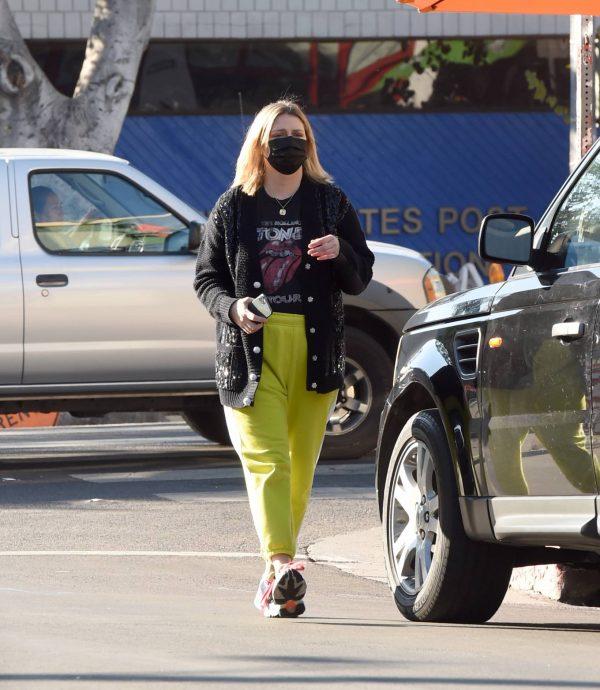 Mischa Barton Running errands in Los Angeles 04