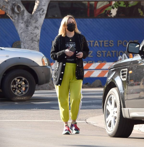 Mischa Barton Running errands in Los Angeles 05